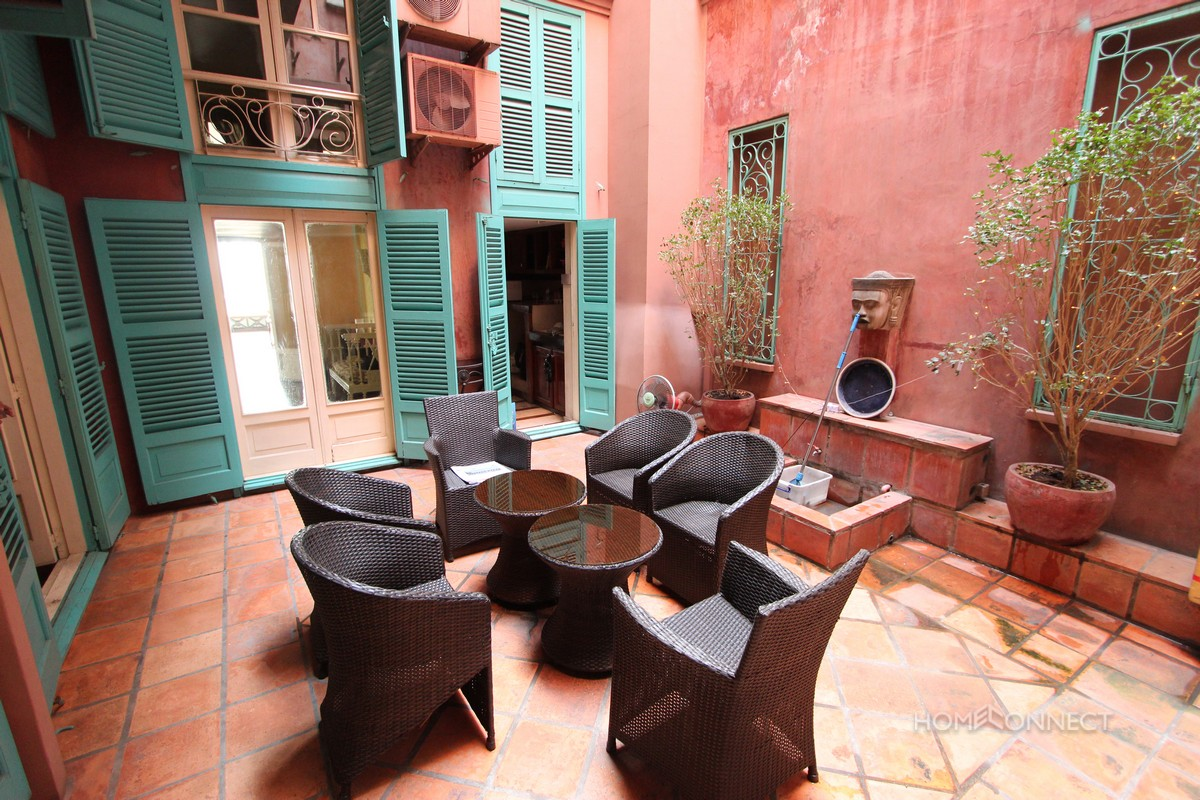 Spectacular 3 Bedroom French Colonial Apartment On Riverside