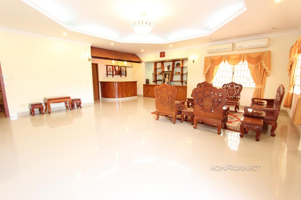 Pleasant Villa on a Quiet Street in Tonle Bassac   Phnom Penh