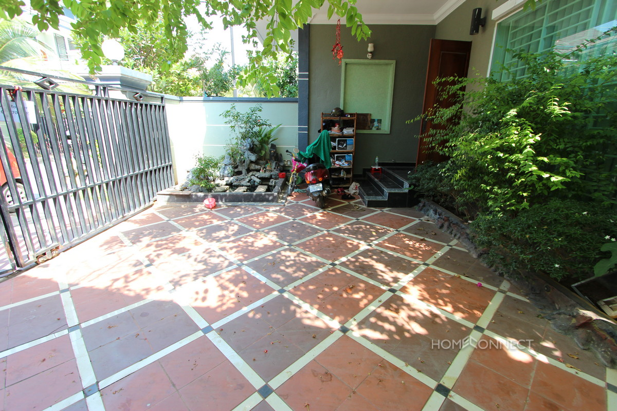 Modern 3 Bedroom Townhouse In Boeung Tumpun | Phnom Penh