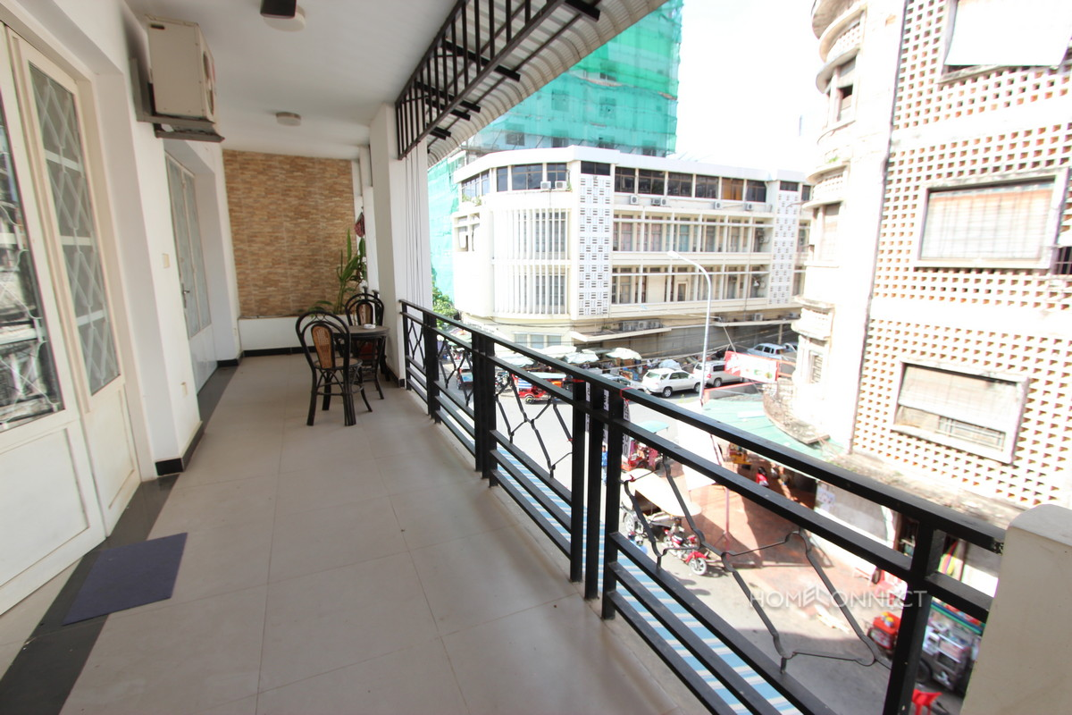 Delightful 2 Bedroom Apartment Near the Central Market | Phnom Penh Real Estate