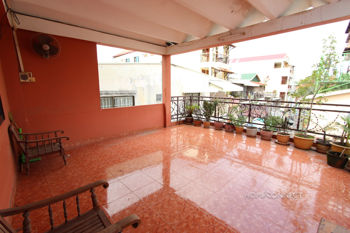Spacious Apartment Near the Royal Palace | Phnom Penh Real Estate