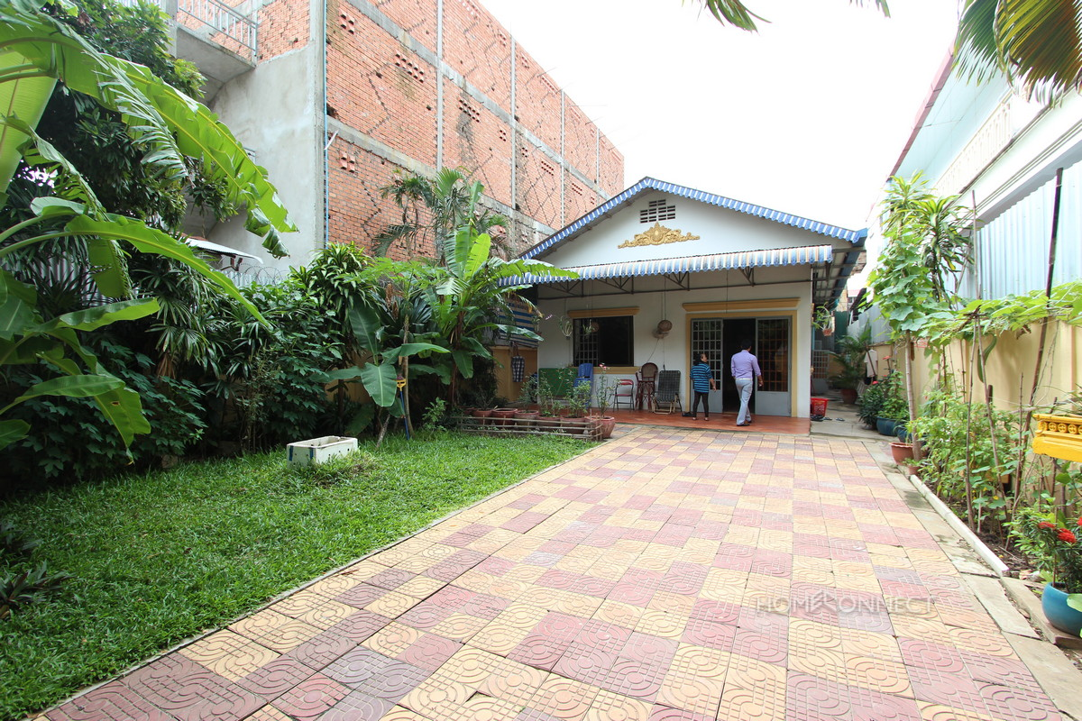 Huge Garden 3 Bedroom Villa On In Tonle Bassac | Phnom Penh Real Estate
