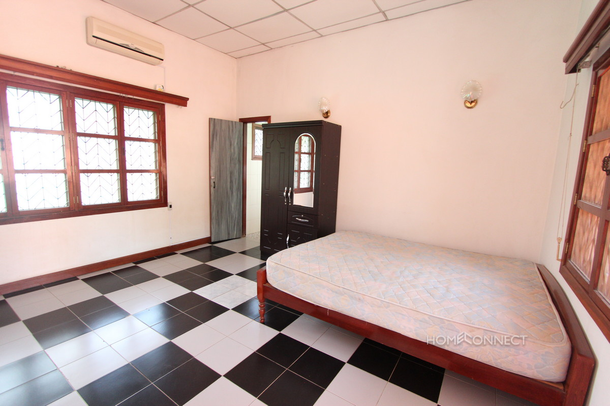 large western style 6 bedroom villa for rent near aeon mall phnom