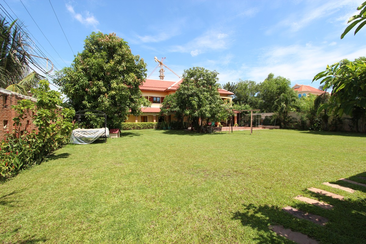 Beautiful 5 Bedroom Villa With Pool Garden Near